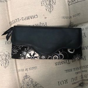 Thirty-One Black and White wallet